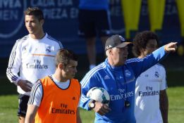 Varane trains with the group as Benzema remains in the gym
