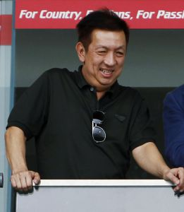 "Billionaire Peter Lim makes ""almighty"" offer for Valencia"