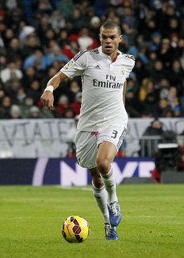 Pepe buys 9,000 kilos of food to give to 200 families