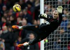 United consider letting Valdés leave as a free-agent