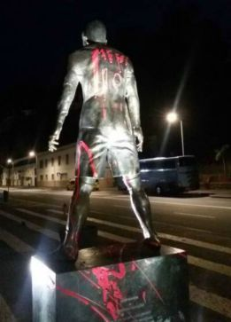 'Messi 10' daubed on Cristiano statue in Funchal