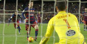 Penalti de Messi emulando a Cruyff