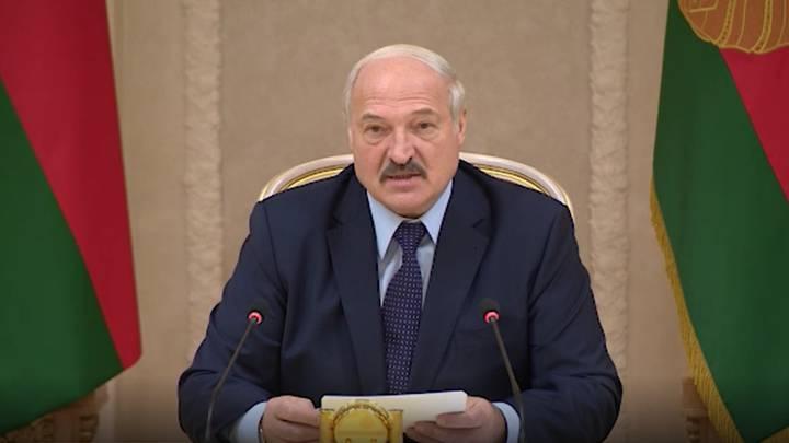 El presidente de Bielorrusia desafía el coronavirus con vodka, sauna y deportes