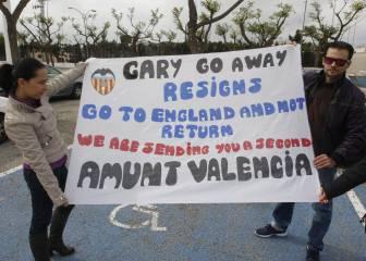 Valencia fans urge \'donkey\' Neville to go in Celta defeat