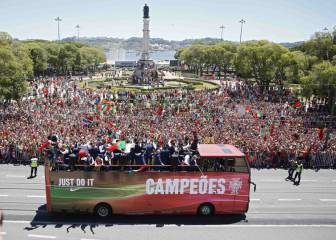 Portugal's Euro 2016 homecoming parade in pictures