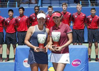 Sania Mirza knocks Martina Hingis off top spot in doubles