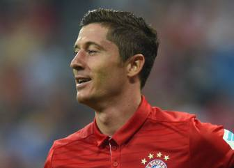Lewandowski treble as Bayern rout Bremen with 6-0 win