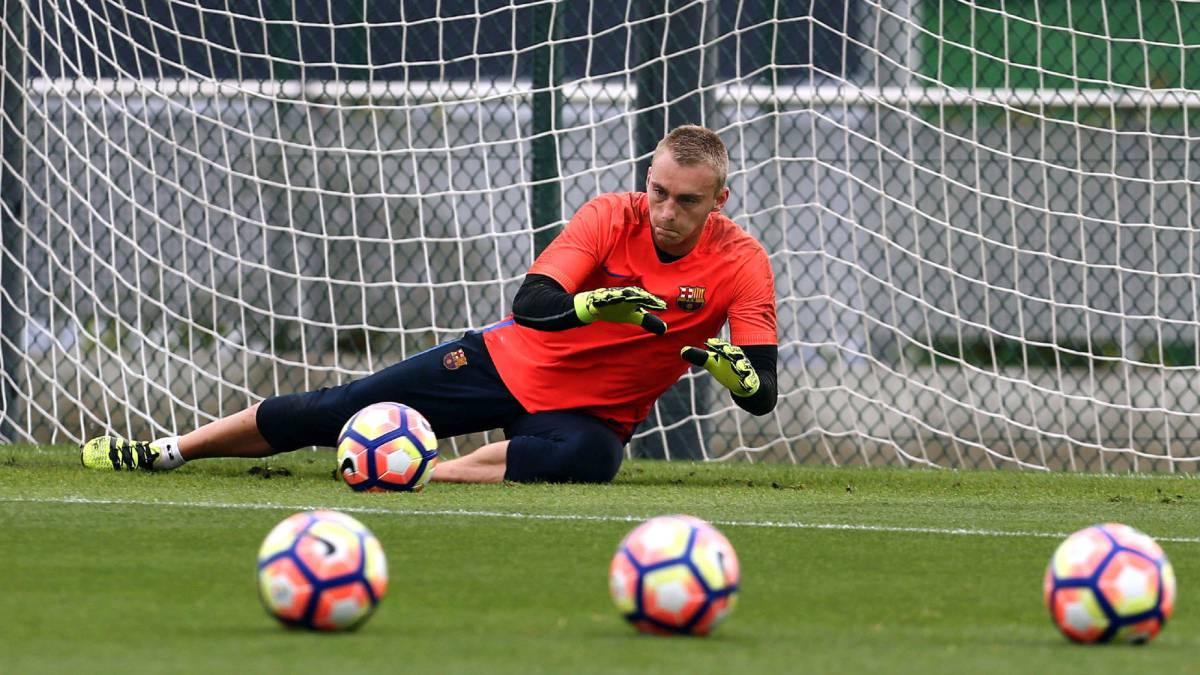 Barcelona goalkeeper Cillessen out for three weeks