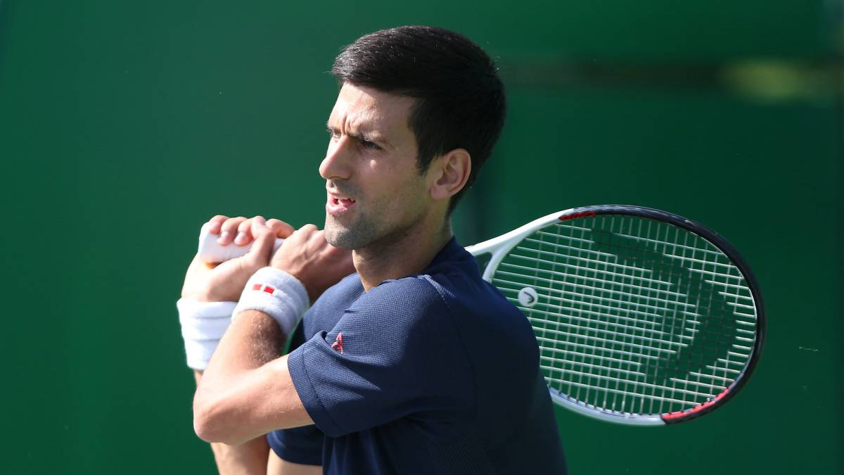 Djokovic back in action with comfortable win over Fognini in Shanghai