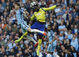 City pay for penalty profligacy as Arsenal move level at top