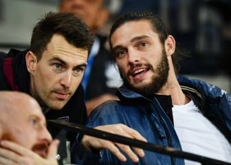 West Ham's Andy Carroll victim to armed robbery attempt
