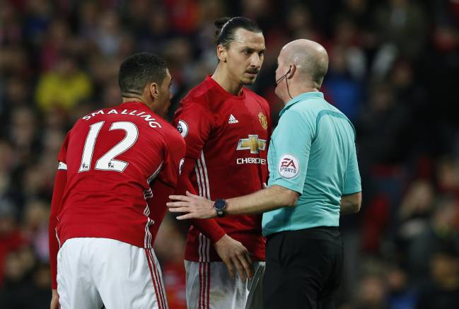 Manchester United's Zlatan Ibrahimovic speaks to referee Lee Mason