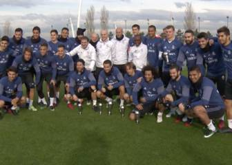 Real squad celebrate Cristiano Best FIFA Men\'s Player award