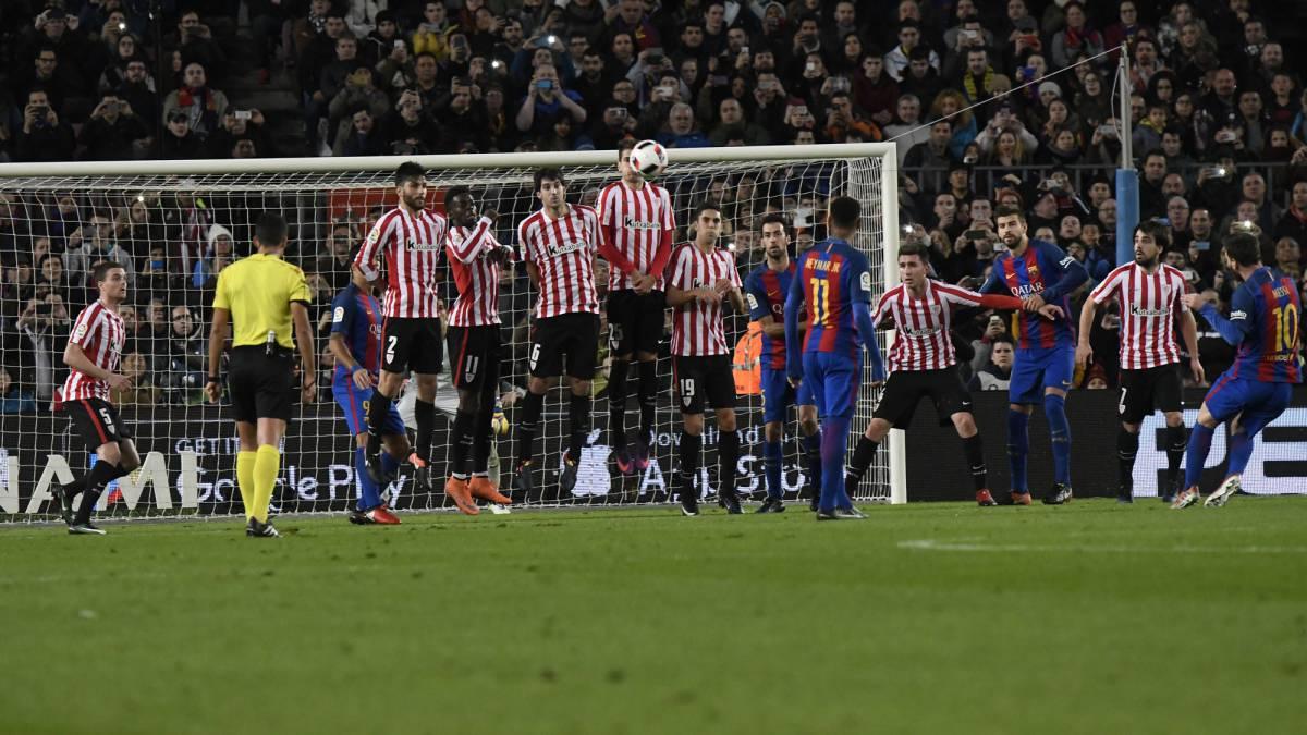 Lionel Messi scores against Athletic Club