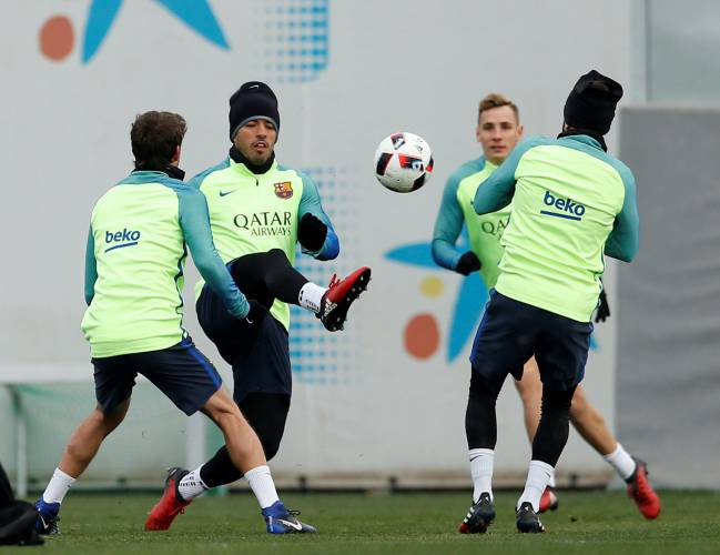 Barcelona's Luis Suárez fights for the ball with his team mates during a training session ahead of the cup game.