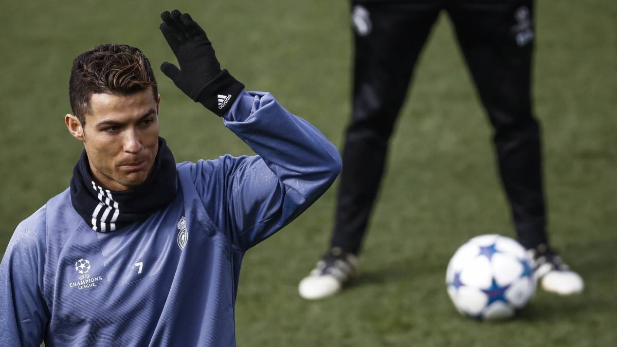 Cristiano ronaldo training ahead of the Napoli game