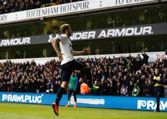 Kane double keeps Spurs in title hunt