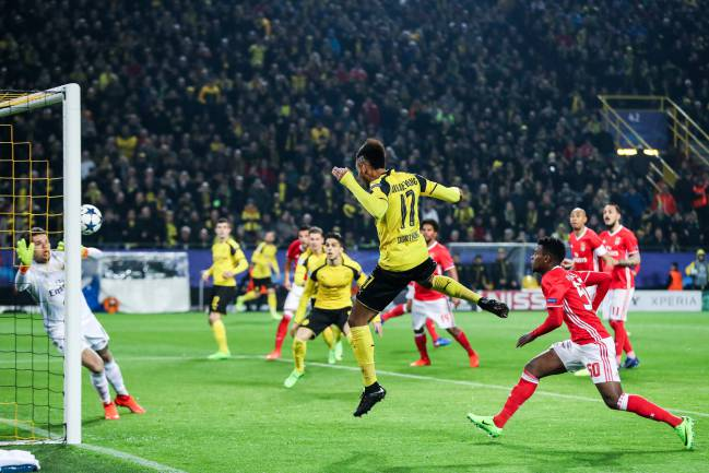 Pierre-Emerick Aubameyang scores against Benfica.