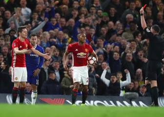 Man Utd and Mou left fuming as Herrera sent off