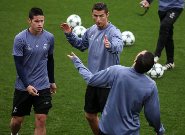 Cristiano Ronaldo and James Rodriguez chat to Pepe in training
