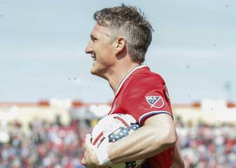Schweinsteiger heads home on Chicago Fire debut