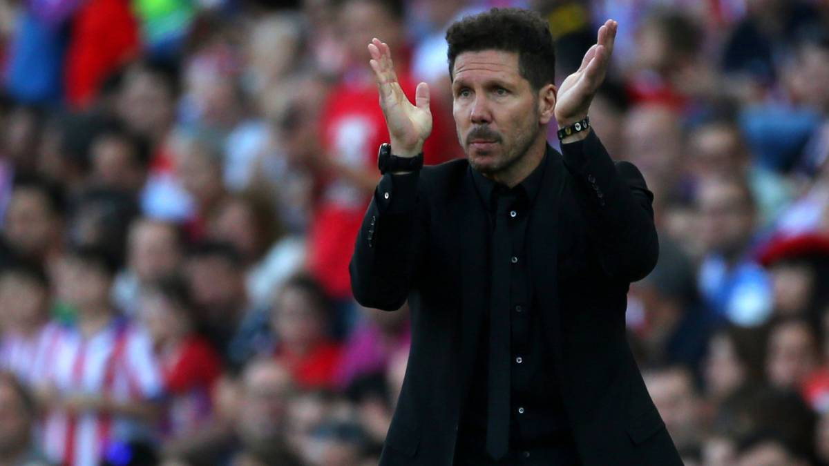 Atletico Madrid's coach Diego Simeone during the match with Osasuna