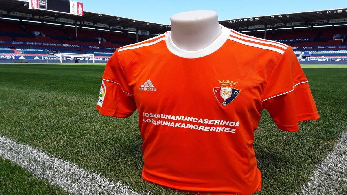 El Osasuna es obligado por la TV a jugar con camiseta naranja contra el Barcelona