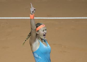 Mladenovic downs Sharapova in Stuttgart to reach final