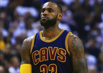 LeBron leads Cavs again, Spurs edge past Rockets