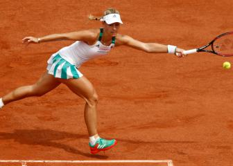 Kerber makes unwanted history in first-round Roland Garros exit