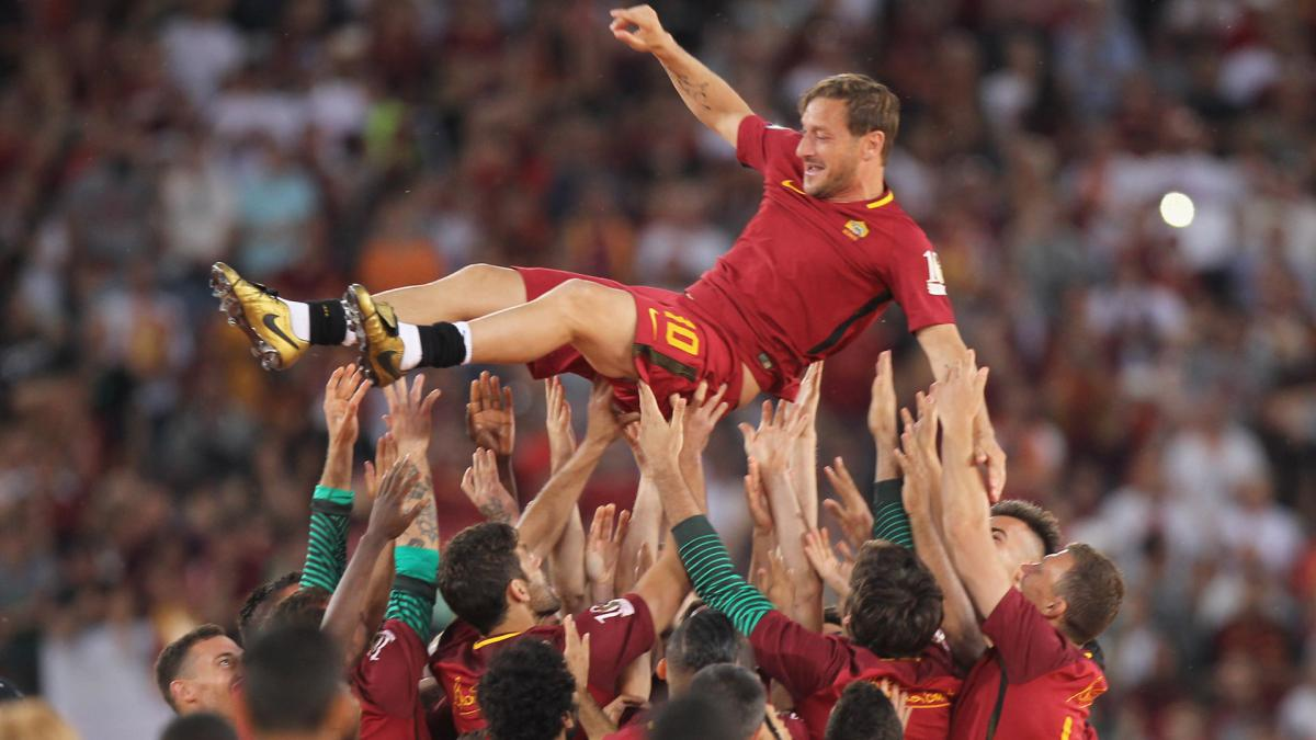 Roma clinch second spot with last-gasp win on 'Totti Day'