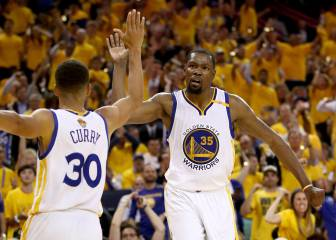 Warriors take 2-0 lead as Durant does it all in Game 2