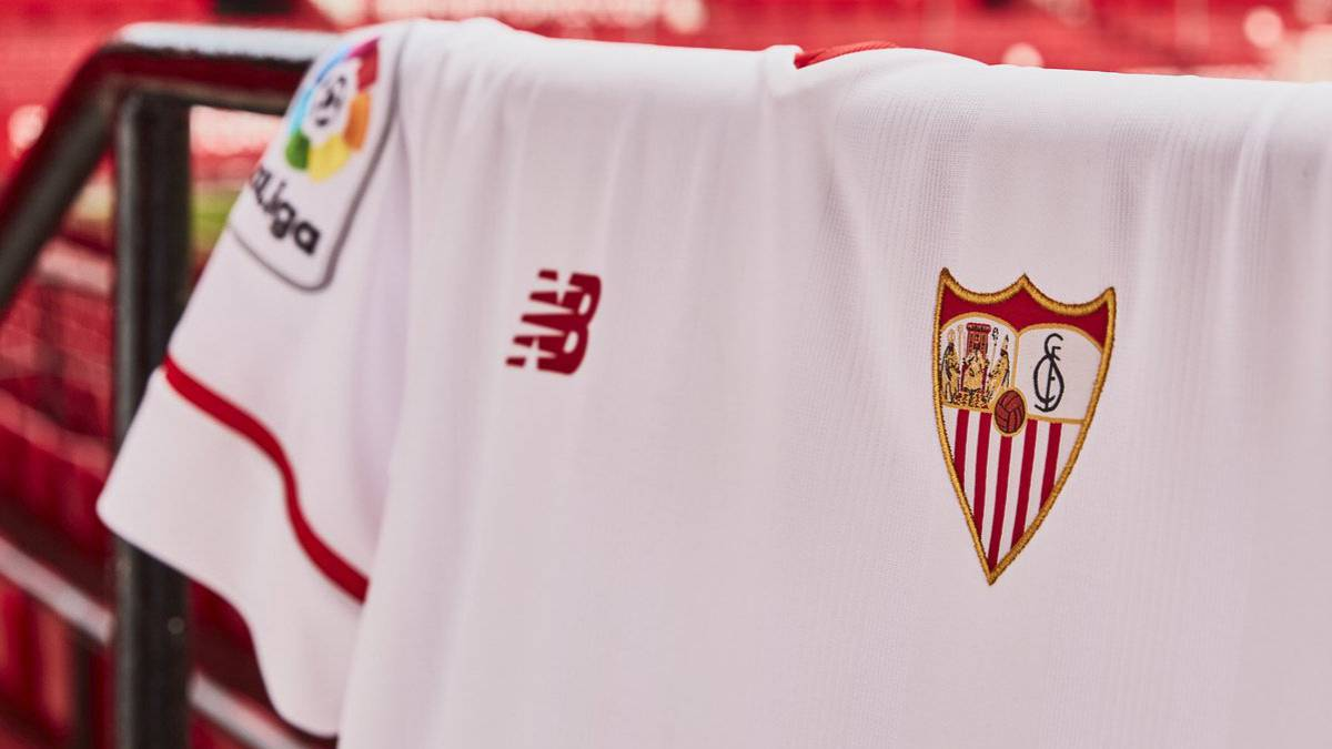 Sevilla FC 2017 18 new playing kits presented - AS.com 6995fad06217e