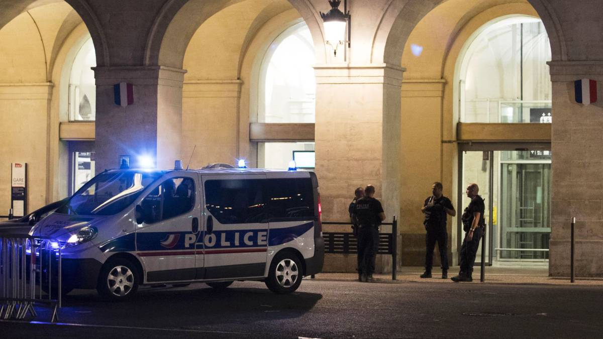 Authorities evacuate train station in France after reports of a gunfight