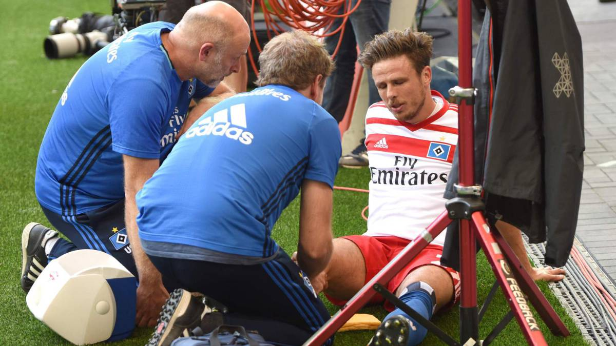 Hamburg's Nicolai Müller suffers cruciate knee ligament injury
