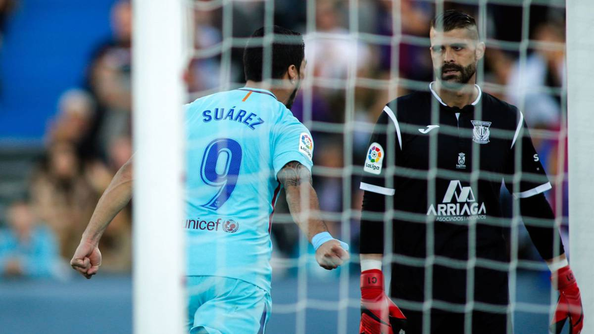 Luis Suarez ends goal drought for Barcelona
