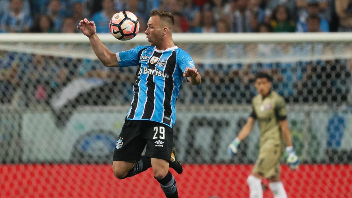 Barcelona complete €40m move for Arthur
