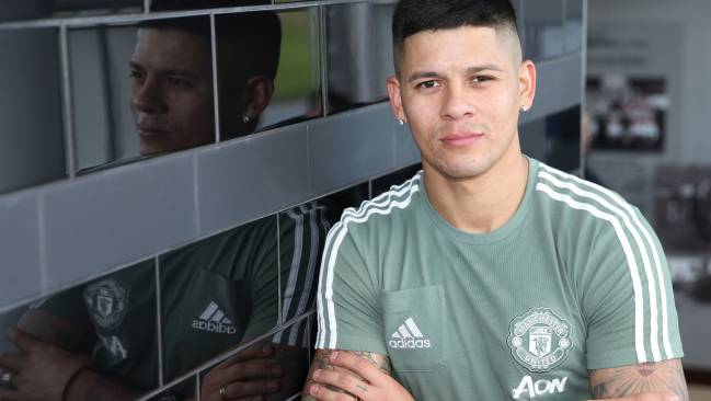 Marcos Rojo pens new Manchester United deal