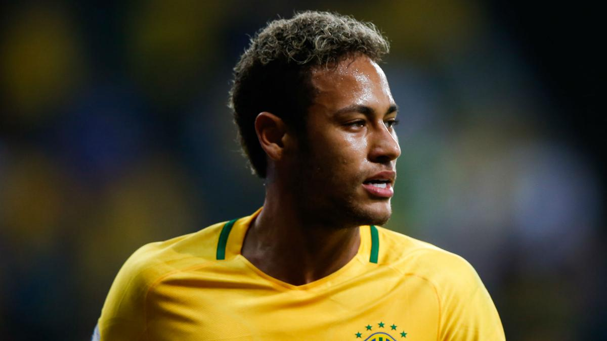 Roberto Carlos declares Neymar and Brazil the World Cup favourites ... 3eca4d751