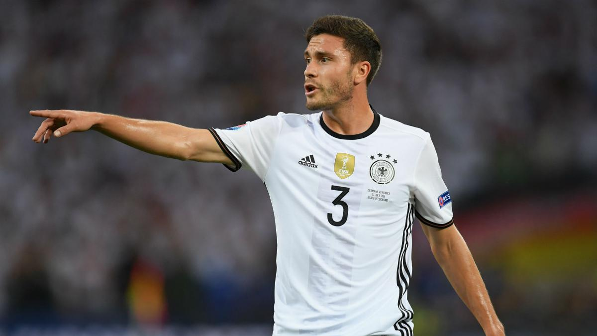 Bayern Munich and Borussia Dortmund had expressed interest in Jonas Hector