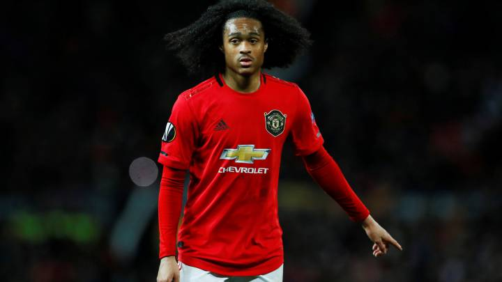 Manchester United hand new deal to Tahith Chong