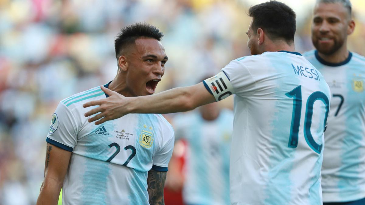 Suarez tells Lautaro to stay at Inter amid Barcelona links