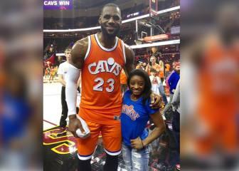 La foto de Simone Biles con LeBron James que parece cosa de Photoshop