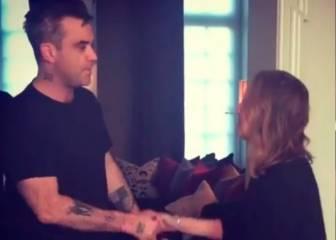 Robbie Williams se desinfecta también tras saludar a su suegra