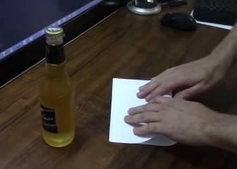 ¿Sin abridor para tu botellín de cerveza? Prueba con un folio