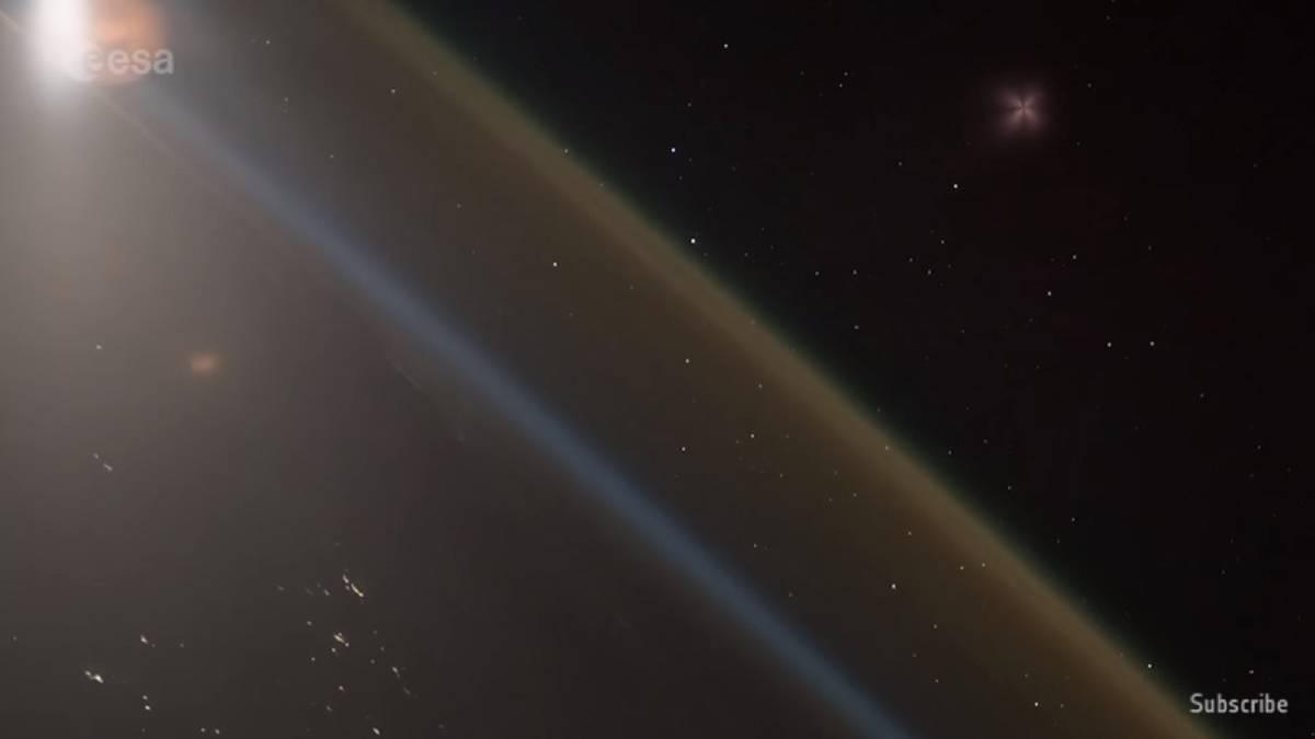Capta astronauta el video desde el cohete al salir de la Tierra