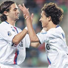 Lyon se rinde a Nilmar y Le Guen irá a por el Manchester
