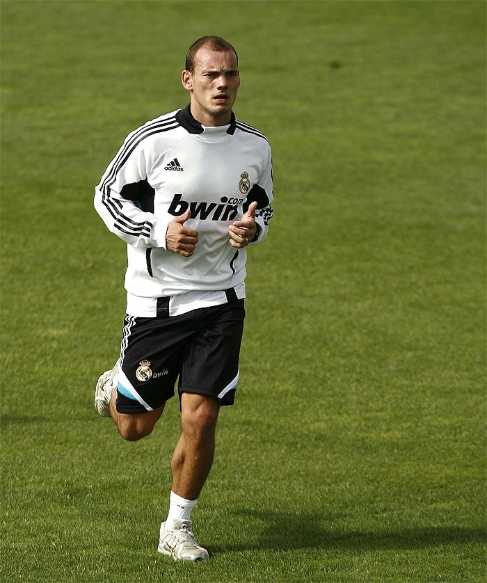 Sneijder adelanta su regreso para octubre