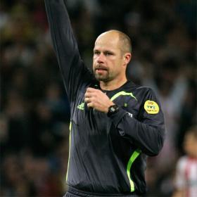 El arbitro del Liverpool-Atletico, amenazado de muerte Martin_Hansson