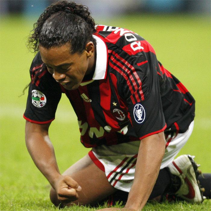 El Milan se plantea multar a Ronaldinho por sus salidas nocturnas